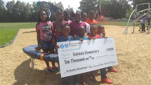 BCBS Awards Oakdale Be Healthy School Grant