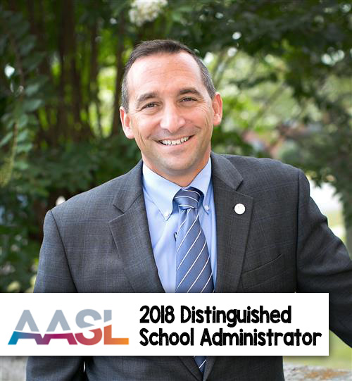 Daria receives AASL Distinguished School Administrator Award